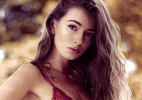 Người mẫu 20 tuổi hé lộ đường dây chân dài bán dâm hàng triệu USD