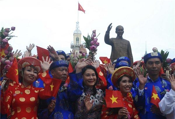 100 cặp đôi ở Sài Gòn tổ chức đám cưới tập thể vào ngày Quốc Khánh