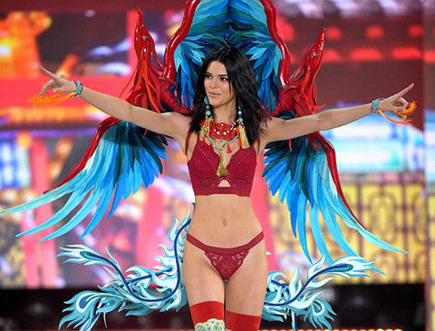 Những lần Kendall Jenner tỏa sáng tại Victoria's Secret Show