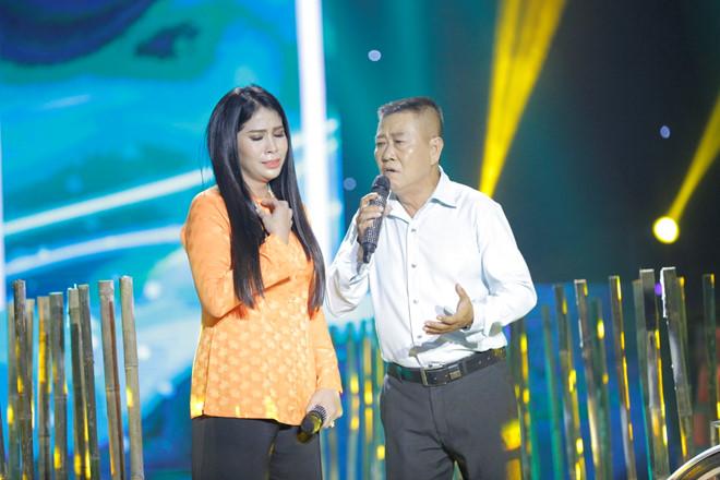 Vừa mổ amidan, em gái Lý Hùng vẫn lên sân khấu hát