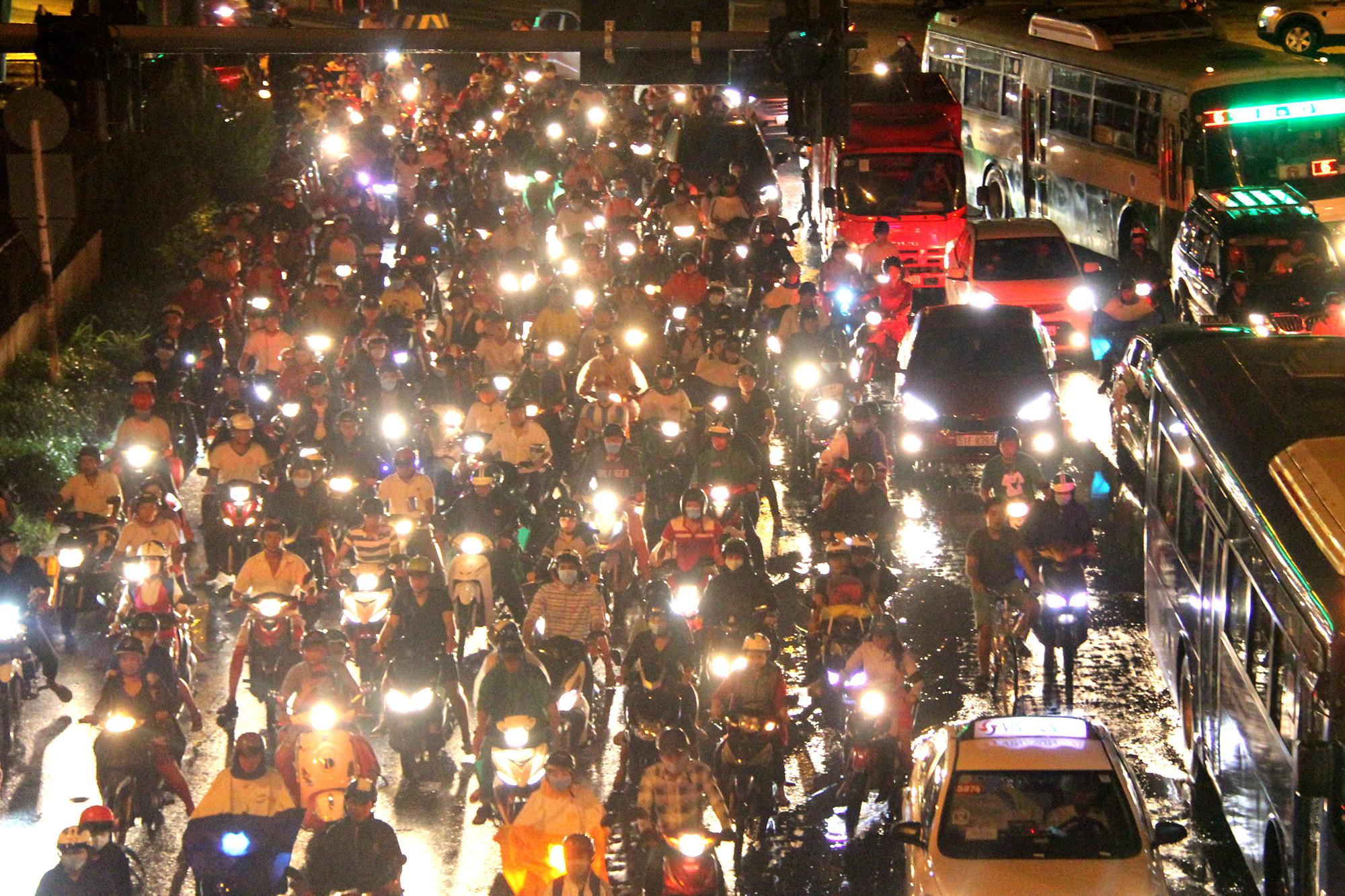 Người dân đổ về Sài Gòn, Hà Nội sau kỳ nghỉ lễ 2/9