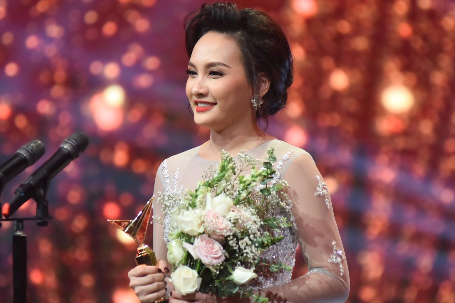 Bảo Thanh xúc động cảm ơn chồng khi nhận giải VTV Awards