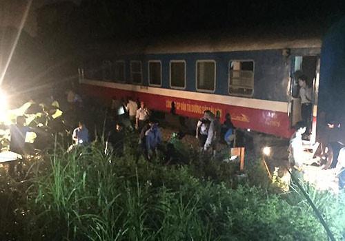 Tàu chở 200 hành khách bị trật bánh ở Thanh Hóa