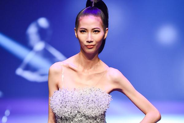 Cao Ngân gầy trơ xương trên sân khấu chung kết Next Top Model