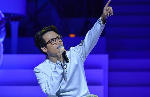 """Live show Hà Anh Tuấn: """"Nhắm mắt, thắt dây an toàn và bay"""""""
