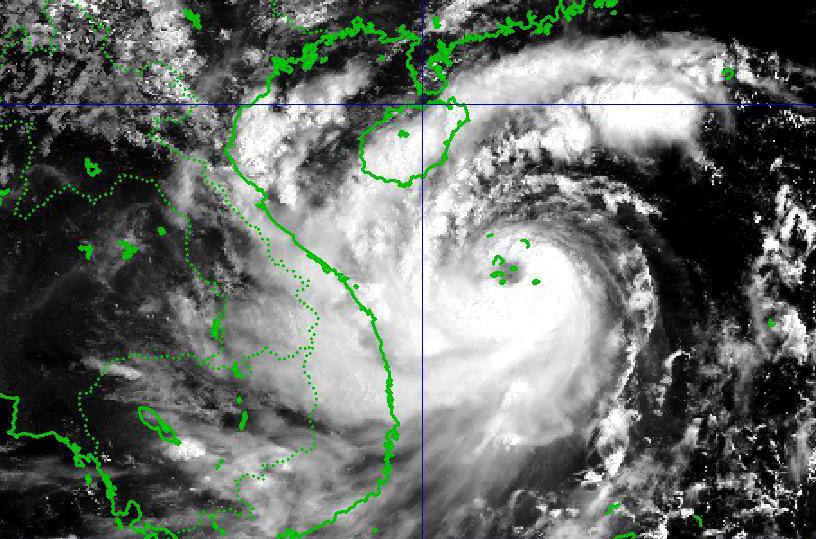Bão số 10 đạt sức gió 150 km/h trước khi đổ bộ Nghệ An - Quảng Trị