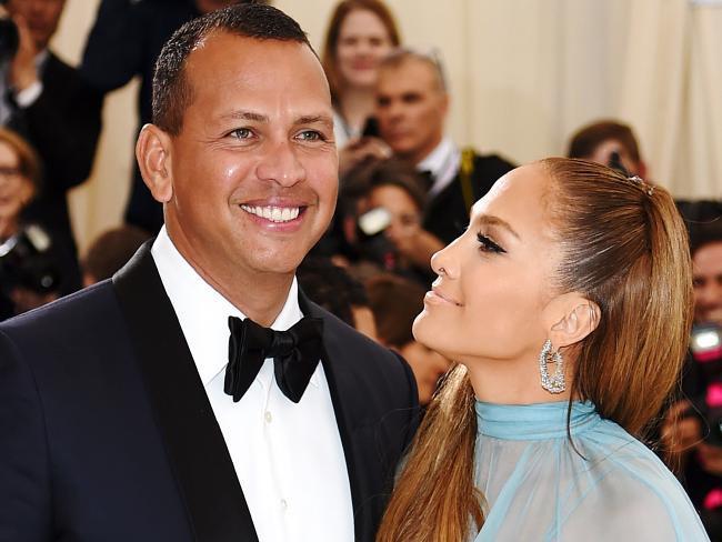 Jennifer Lopez khẳng định bạn trai thứ tư là mối tình đẹp nhất