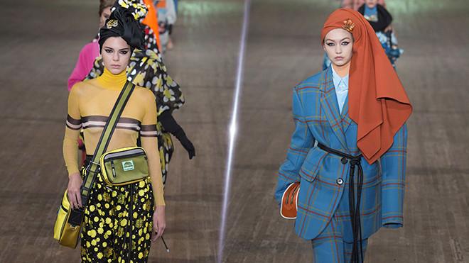 Kendall Jenner, Gigi Hadid hoá phụ nữ Ấn Độ trên sàn catwalk