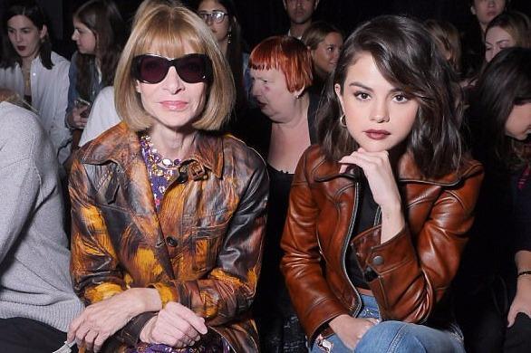 """Selena Gomez lạnh lùng bên """"người đàn bà quyền lực"""" làng thời trang"""