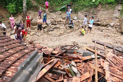 Cảnh báo lũ quét, sạt lở đất ở nhiều địa phương sau bão