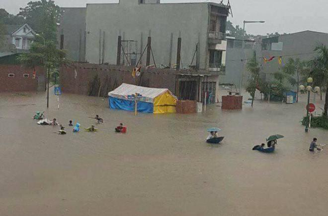 Mưa lớn gây ngập nặng ở Phú Thọ, một học sinh bị lũ cuốn tử vong