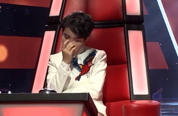 The Voice Kids: Vũ Cát Tường bật khóc khi thí sinh hát về cha