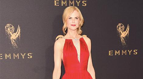 Nicole Kidman, Heidi Klum gợi cảm trên thảm đỏ Emmy 2017