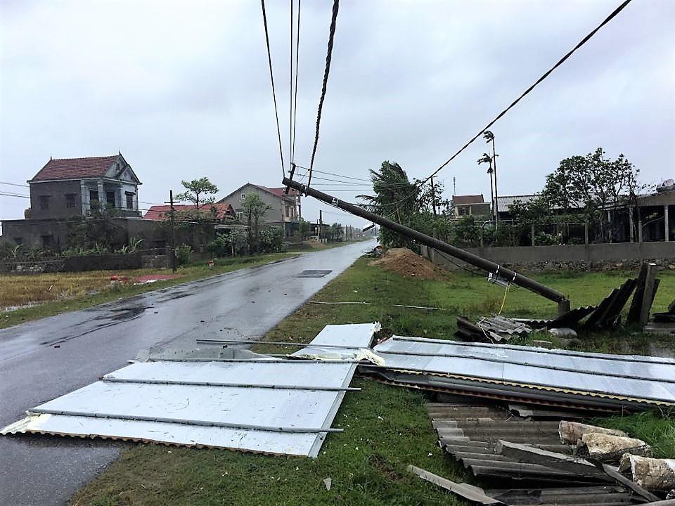 Khoảng 160.000 hộ dân miền Trung vẫn chưa có điện sau bão số 10