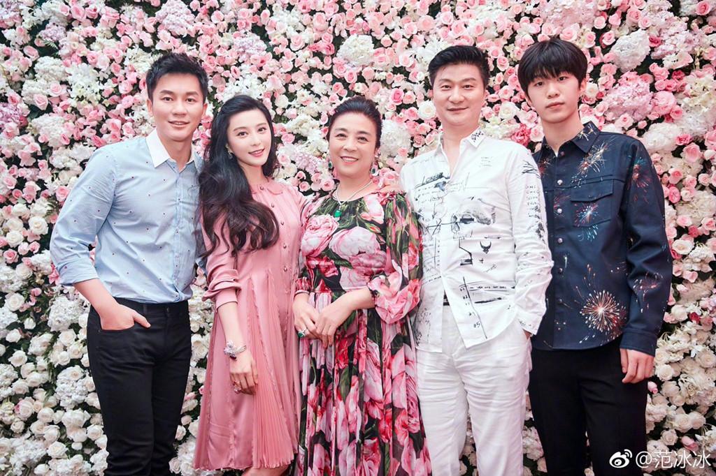 Lý Thần run rẩy khi hỏi cưới Phạm Băng Băng trước mặt cha mẹ