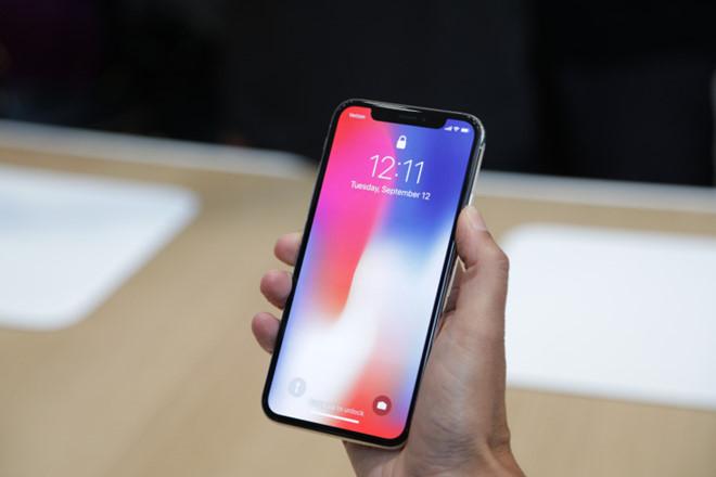 """Tim Cook: """"iPhone X đáng giá 999 USD"""""""