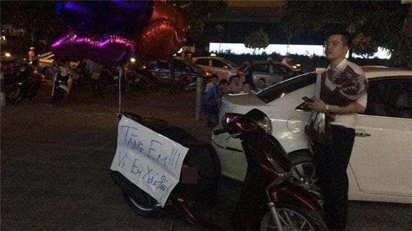 Chàng trai tặng xe máy trăm triệu để tỏ tình bạn gái ở Hà Nội