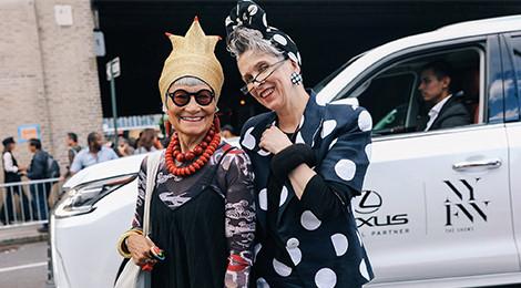 Những cụ bà sành điệu tại tuần lễ thời trang xuân hè 2018
