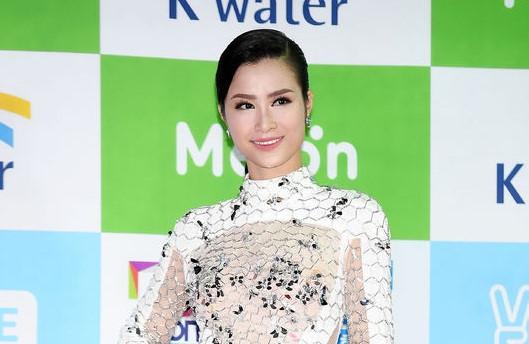 Đông Nhi được báo Hàn khen ngợi khi xuất hiện cùng dàn sao quốc tế