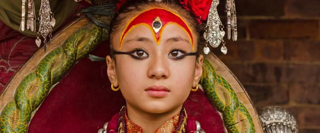 """Bé gái 3 tuổi trở thành """"nữ thần sống"""" ở Nepal"""