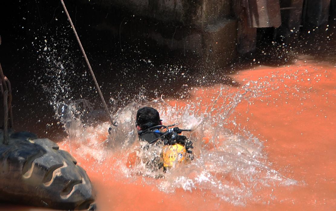 Tìm thấy thi thể bé trai bị nước cuốn vào cống cách hiện trường 10 km