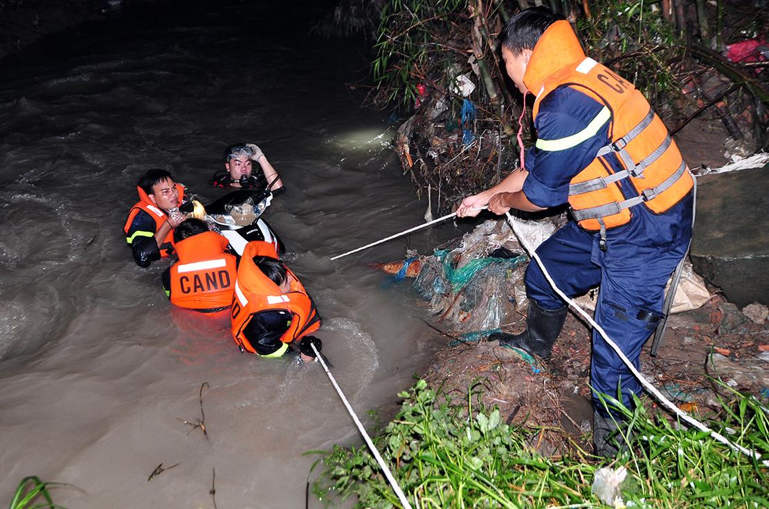 Thi thể nạn nhân bị nước cuốn khi qua cầu Suối Máu trôi xa 6 km