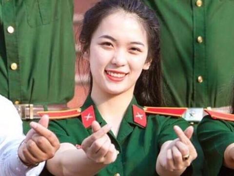 Cô giáo quốc phòng xinh đẹp thường bị học trò trêu vì mới 22 tuổi