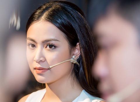 """Hoàng Thùy Linh ra tự truyện: """"Tôi nợ Vàng Anh một lời xin lỗi"""""""