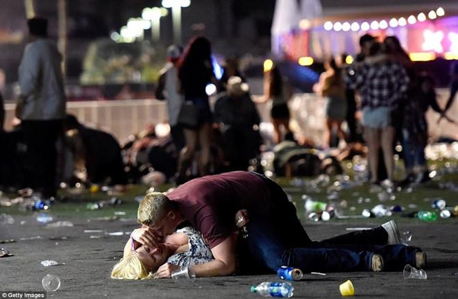 Sao Hollywood nín thở sau vụ xả súng thảm khốc nhất lịch sử nước Mỹ