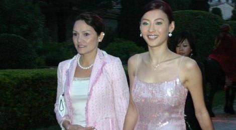 Mẹ Trương Bá Chi đóng phim cấp ba, làm tài xế Uber tuổi U60