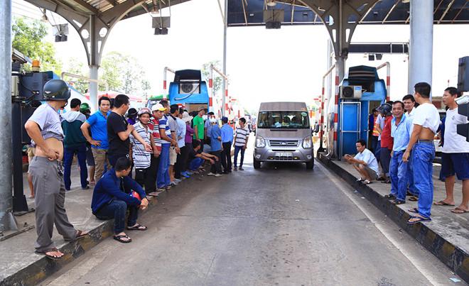 BOT tuyến tránh Biên Hòa tạm ngưng thu phí vì tài xế trả tiền lẻ