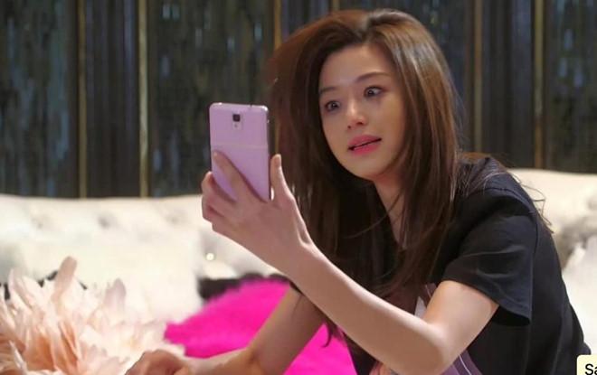 """Dán mặt vào smartphone có thể khiến bạn """"khó ở"""""""