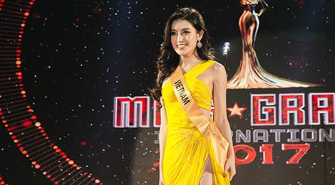 Huyền My diện váy nổi bật, toả sáng tại Hoa hậu Hòa bình 2017