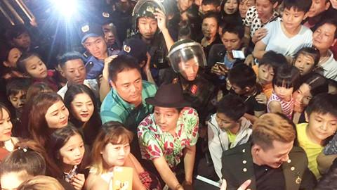 20.000 khán giả Kon Tum phấn khích vì Trường Giang