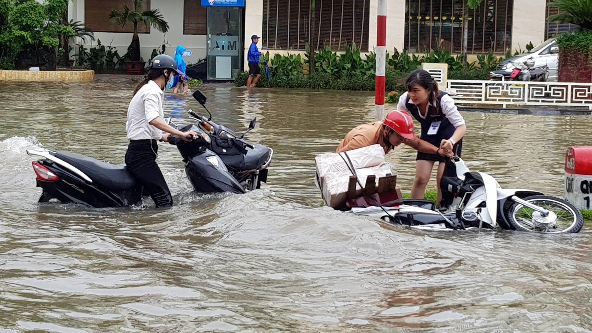 Cảnh ngập lụt ở Thanh Hóa, Nghệ An, Hà Tĩnh do áp thấp nhiệt đới