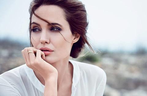 Angelina Jolie và 6 sao nữ khác từng bị ông trùm Hollywood quấy rối