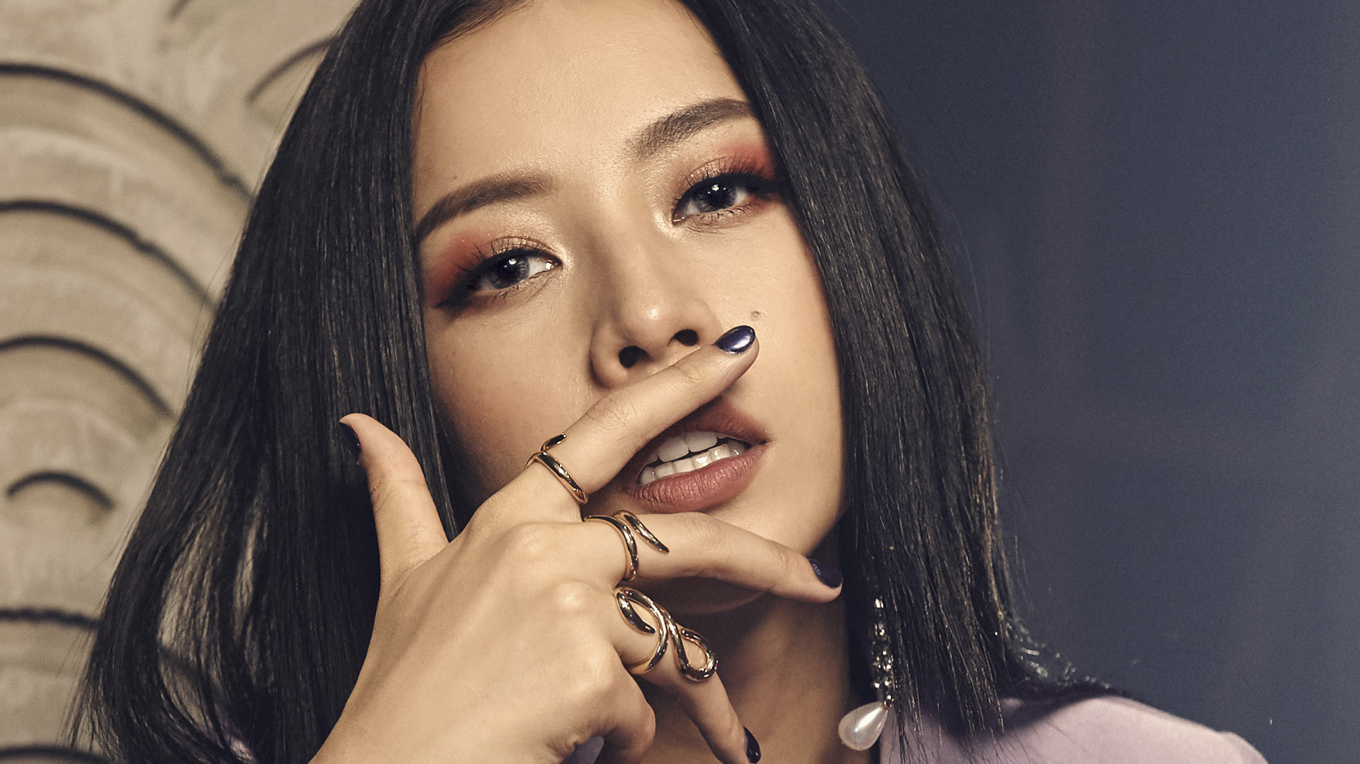 """Chi Pu ra MV đầu tay, khán giả nói """"thôi đừng làm ca sĩ"""""""