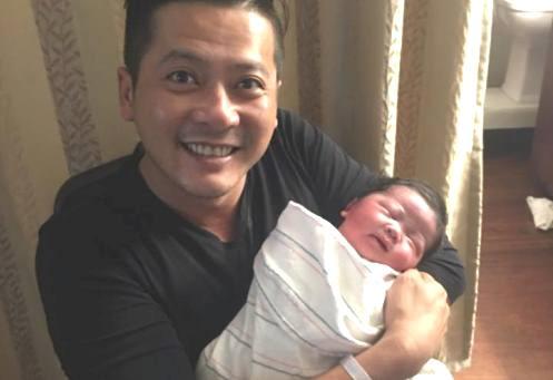 Diễn viên Hoàng Anh sang Mỹ đón con gái mới sinh