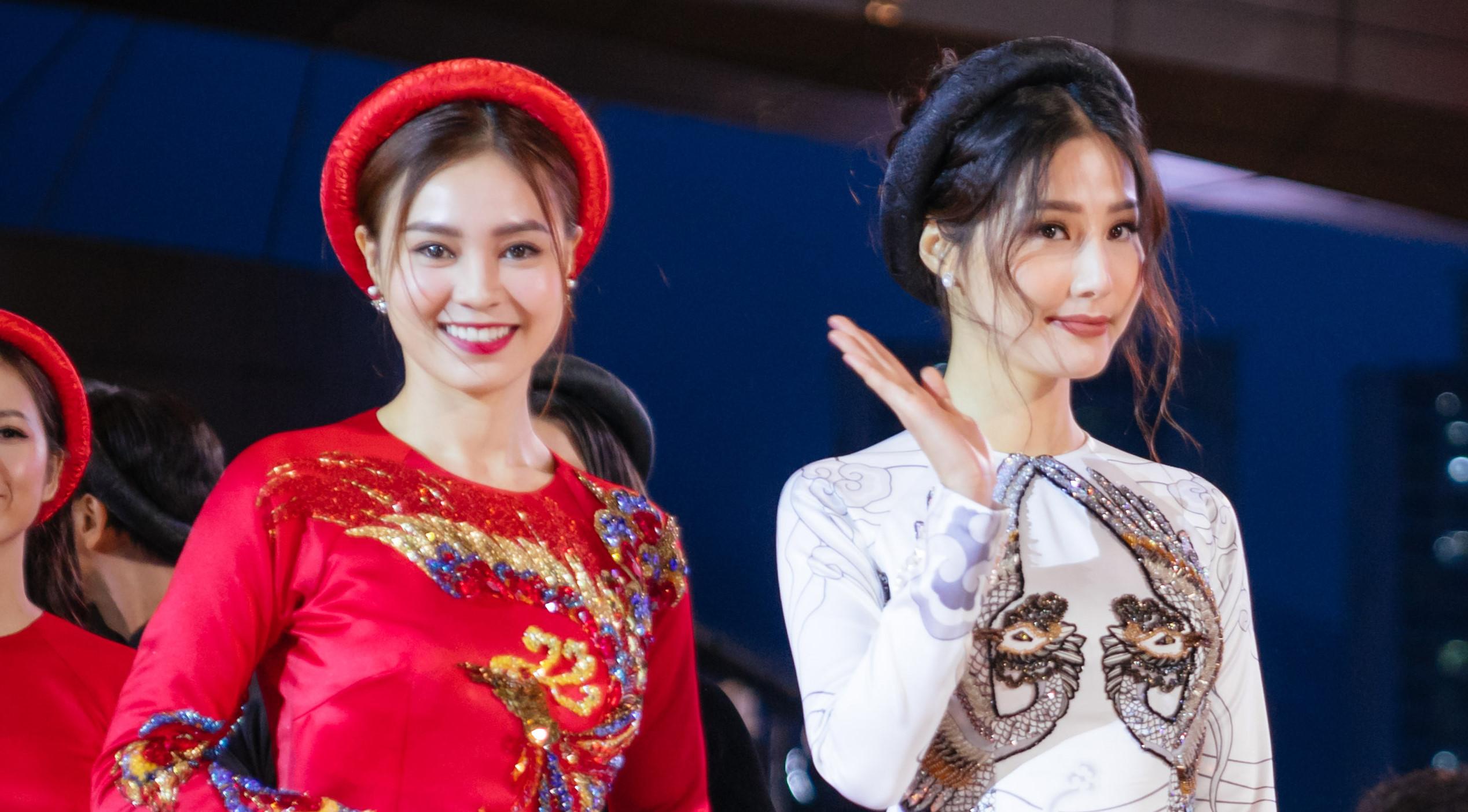 """4 người đẹp """"Cô Ba Sài Gòn"""" mặc áo dài xuất hiện tại thảm đỏ LHP Busan"""
