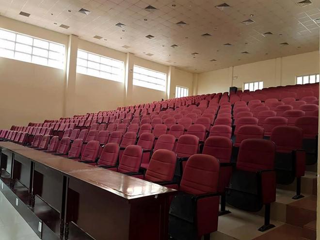 Buổi sinh hoạt 600 sinh viên chỉ 5 người đến: Ai đúng, ai sai?