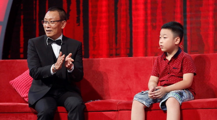 """Cậu bé 9 tuổi được MC Lại Văn Sâm ví là """"thần đồng đất Việt"""""""