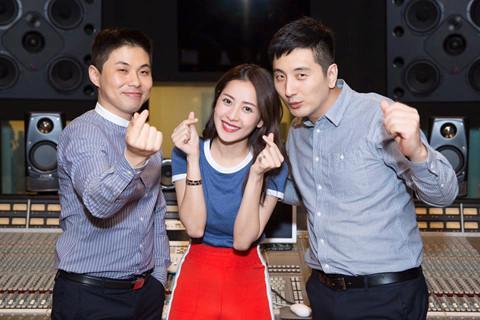 """Ca sĩ Việt hợp tác ê-kíp Hàn Quốc: """"Con dao hai lưỡi"""""""