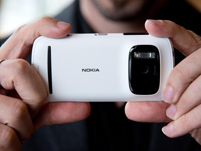 Fan Nokia nổi điên vì DxOMark đánh giá thấp 808 PureView