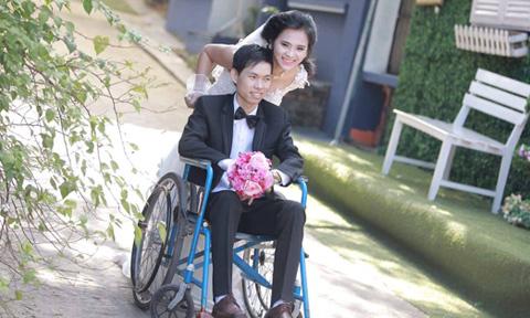 Cô gái Lạng Sơn cãi lời cha mẹ cưới chàng trai ngồi xe lăn