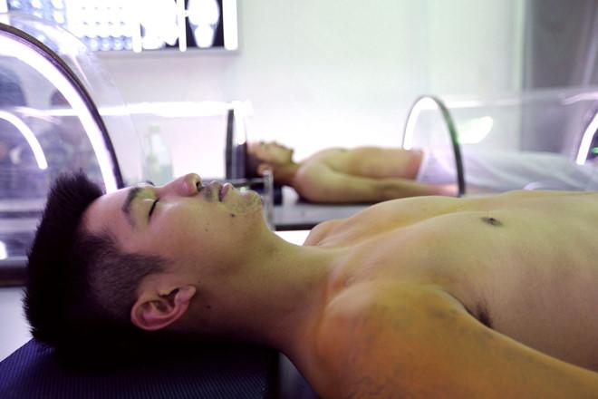 Phẫu thuật đổi đầu trong phim Victor Vũ và sự thật khoa học chấn động