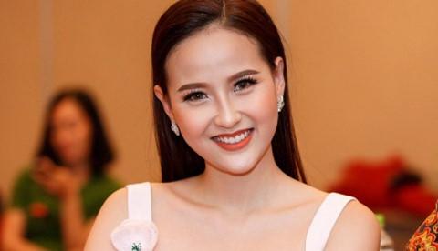 Khánh Ngân tự tin nói tiếng Anh trước khi dự thi Miss Globe 2017
