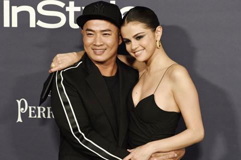 Selena Gomez trao giải cho chuyên gia trang điểm gốc Việt