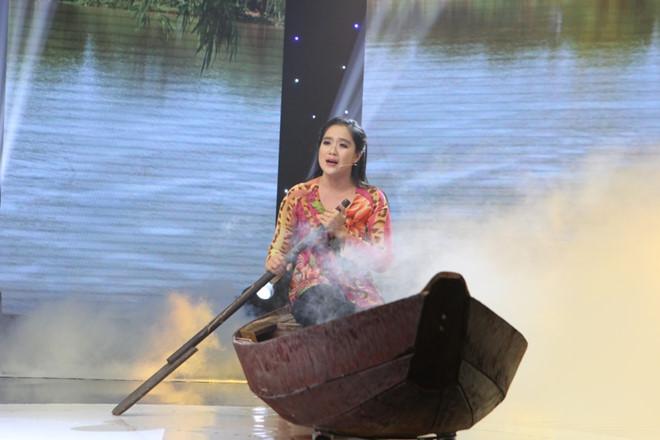 Kim Tử Long ngưỡng mộ cô thợ may khuyết tật đầy nghị lực