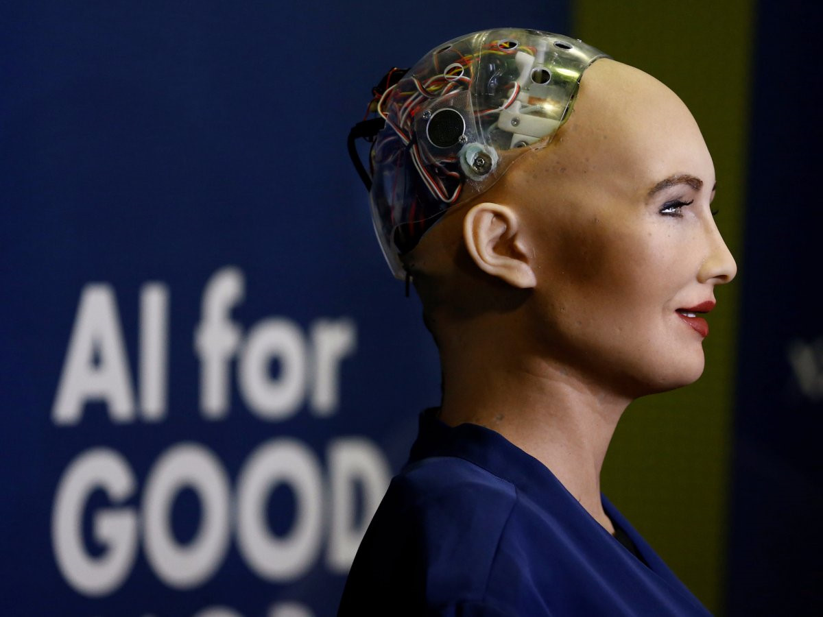 Robot đe dọa loài người vừa được cấp quyền công dân