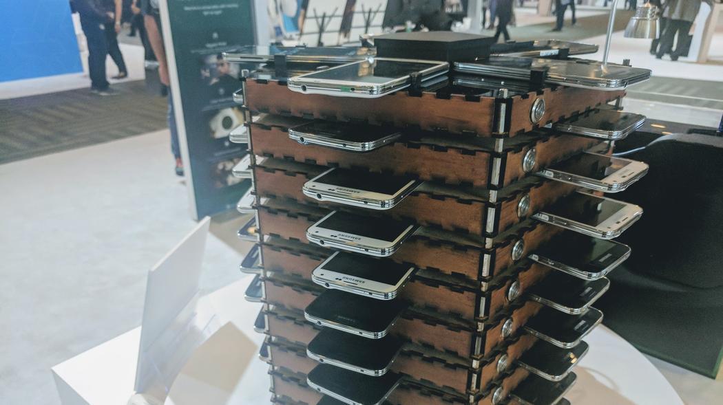 Samsung tạo ra hệ thống đào Bitcoin bằng 40 chiếc Galaxy S5 cũ
